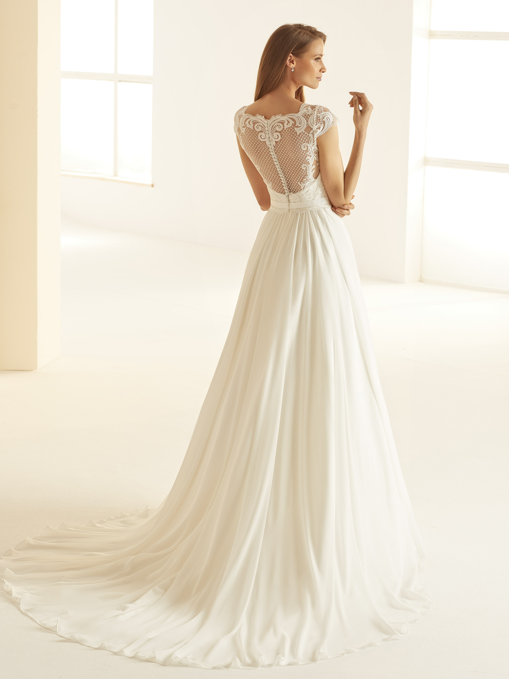 OLIVIA-Bianco-Evento-bridal-dress-(3)